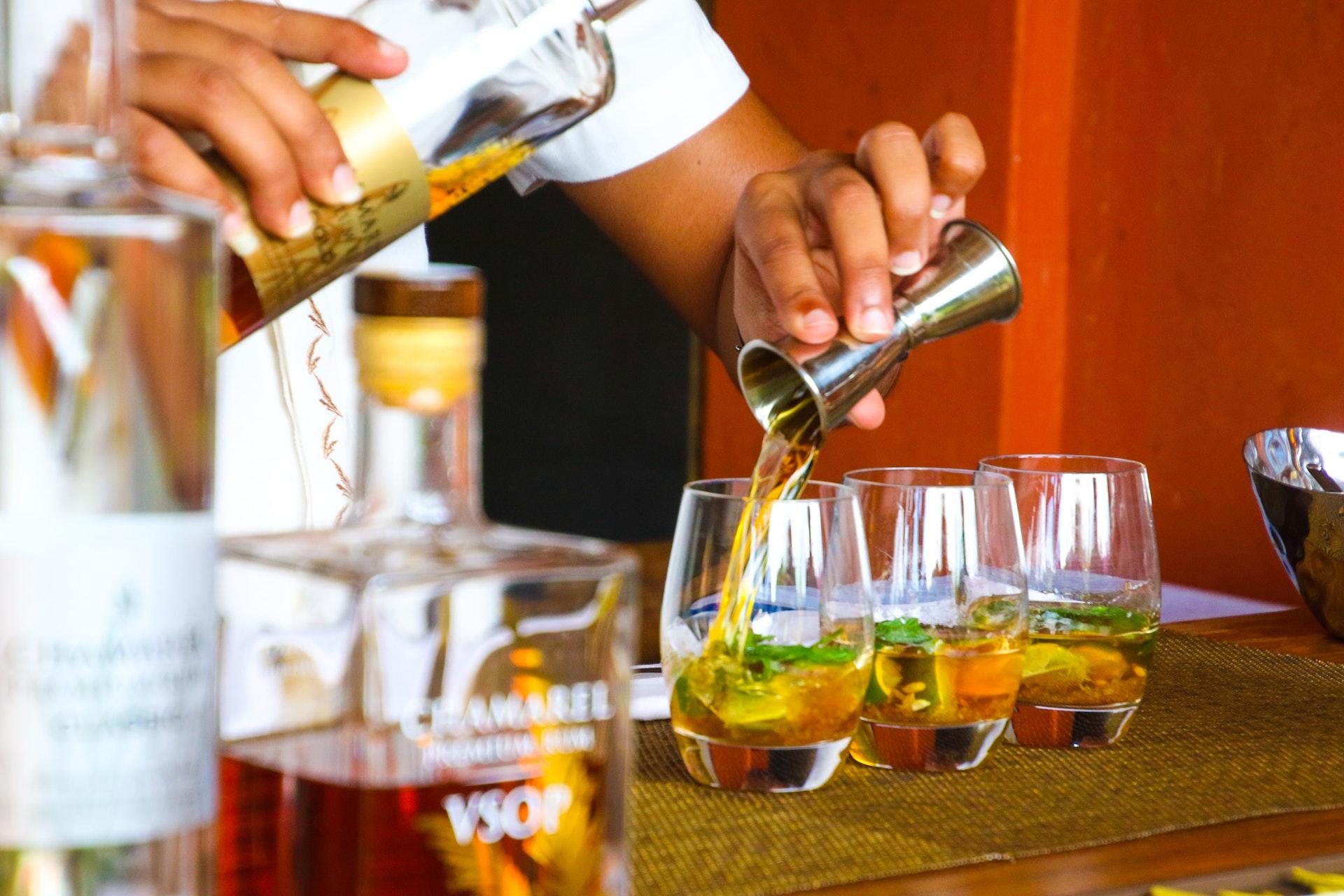 Atelier de préparation de cocktail à l'occasion d'un team building
