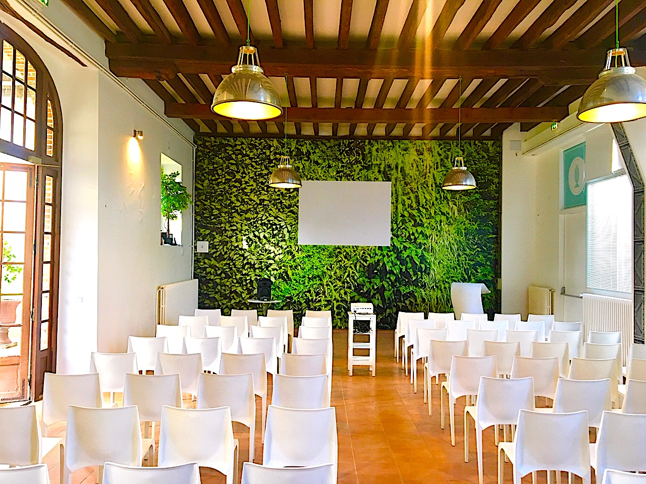 L'Orangerie du château de Vaugrigneuse - salle de réception ou séminaire (100 personnes en conférence).