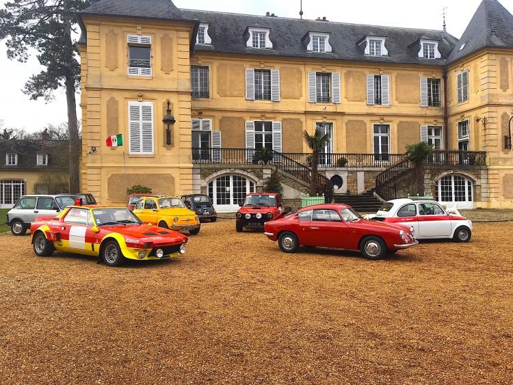 Quelques FIAT Abarth emblématiques au château de Vaugrigneuse pour le tournage de Auto-Moto par TF1
