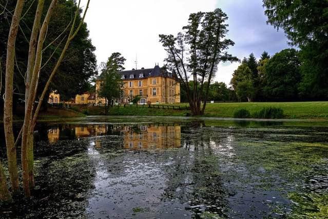 Château de Vaugrigneuse vue de l'étang