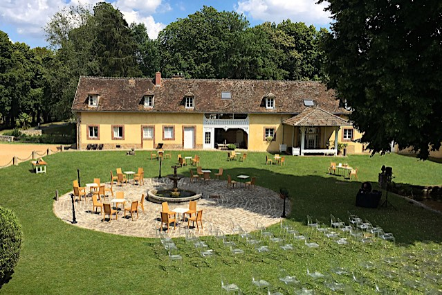 Château de Vaugrigneuse - la cour d'honneur