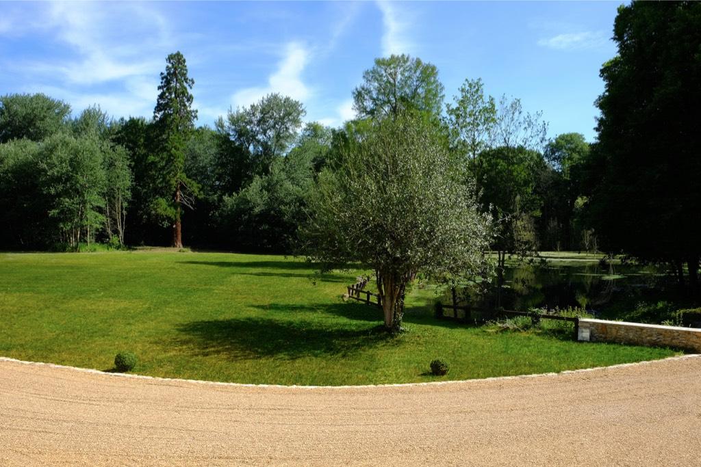 Château de Vaugrigneuse : L'étang du château - location pour évènements, séminaires ou réceptions.