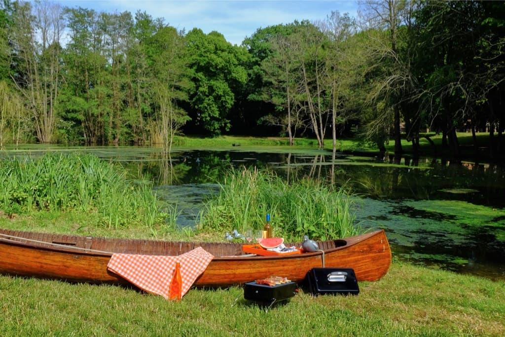 Pique-nique au bord de l'étang du château de Vaugrigneuse