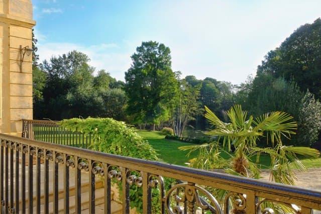 Vue du parc et de l'étang depuis le balcon