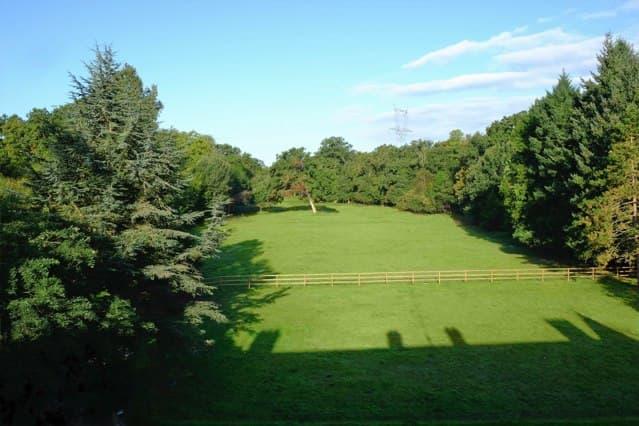 Château de Vaugrigneuse : Le parc à l'arrière du château - location pour évènements, séminaires ou réceptions.