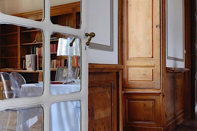 Château de Vaugrigneuse, salle de réception : entrée de la bibliothèque